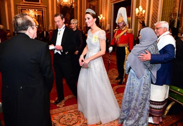 kate middleton tiara blue gown