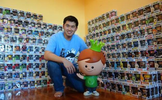Nikko Lin, funatic, который имеет большую коллекцию на Филиппинах.
