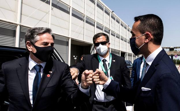 Italian Foreign Minister Luigi Di Maio (left) receives US Secretary of State Antony Blinken.