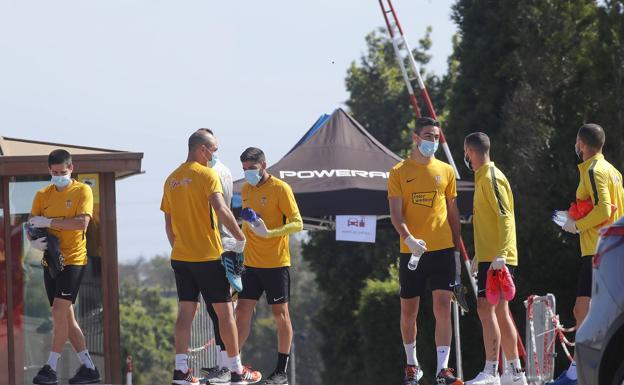 El Sporting da un paso más y entrena en dos únicos grupos | El Comercio
