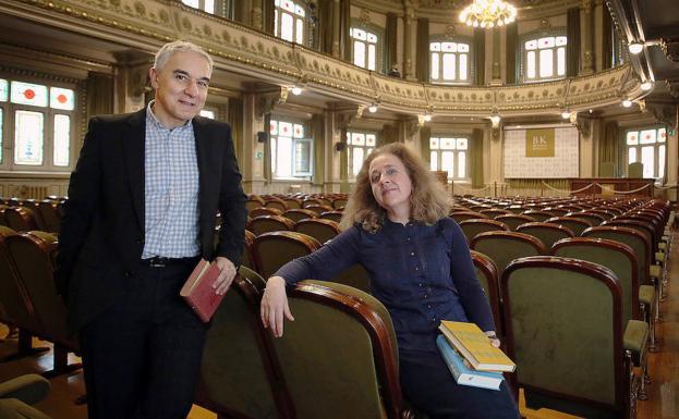 Fernando García y Carmen Plano, admiradores de la escritora.