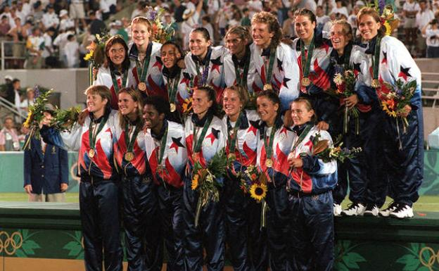 The selection of the USA with its first gold medal in a olympics.