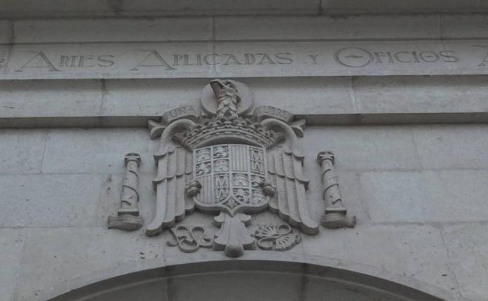 Memoria Histórica en Almería | La Junta frena la retirada del escudo  franquista de la Escuela de Artes | Ideal