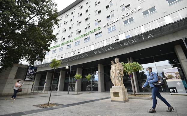Reina Sofía Hospital, in Murcia, where the victim was treated.