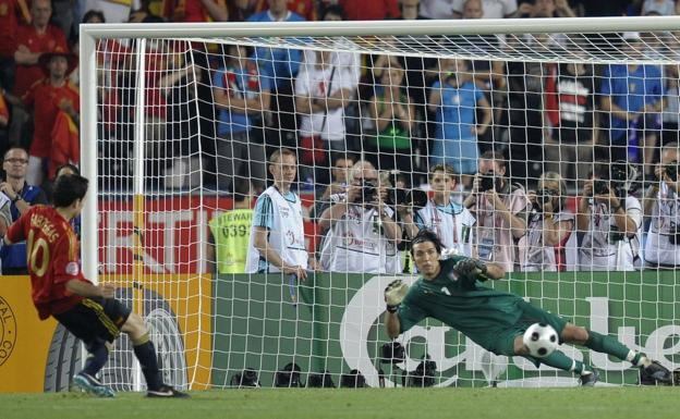 Cesc Fabregas beats Buffon on the penalty that qualified Spain for the 2008 Eurocup semi-finals, which he would end up winning.