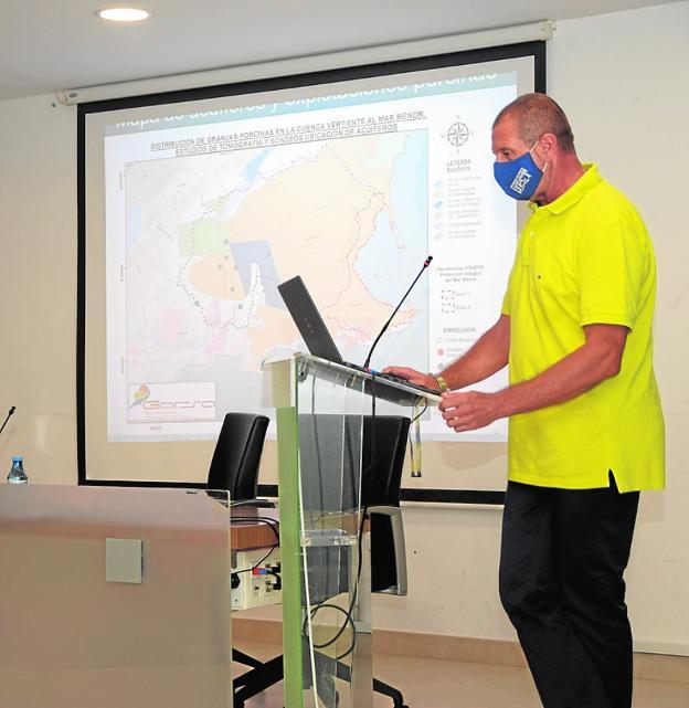 Professor Ángel Faz Cano, in the presentation of the study, yesterday.