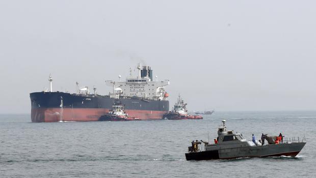 Resultado de imagen para Fotos The British Heritage' navegaba por la zona cuando varias embarcaciones militares iraníes se le acercaron y le exigieron que pusiera rumbo a las costas de Irán.