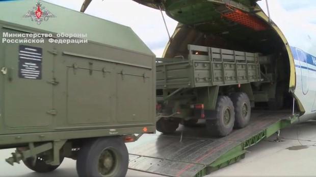 Momento en el que se cargan los S-400 en Rusia con destino a Turquia
