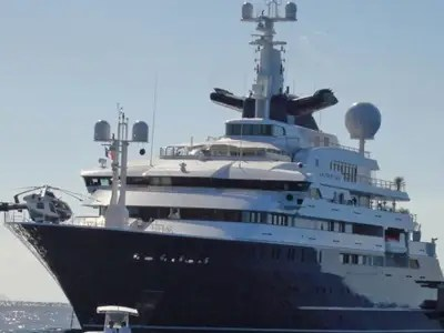 Billionaires Are Docking Their Super Yachts In London