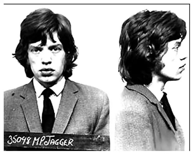 Mick Jagger tras ser detenido a los 23