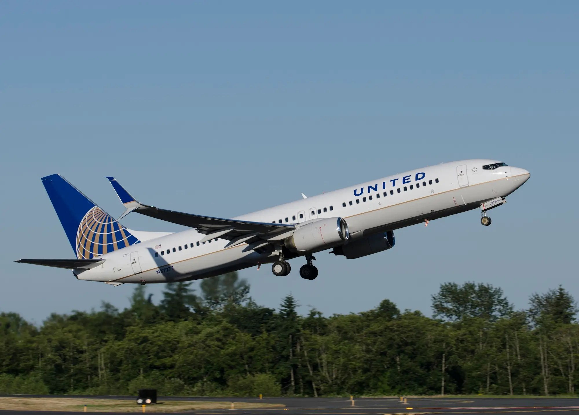 united airlines 737-800 scimitar winglet