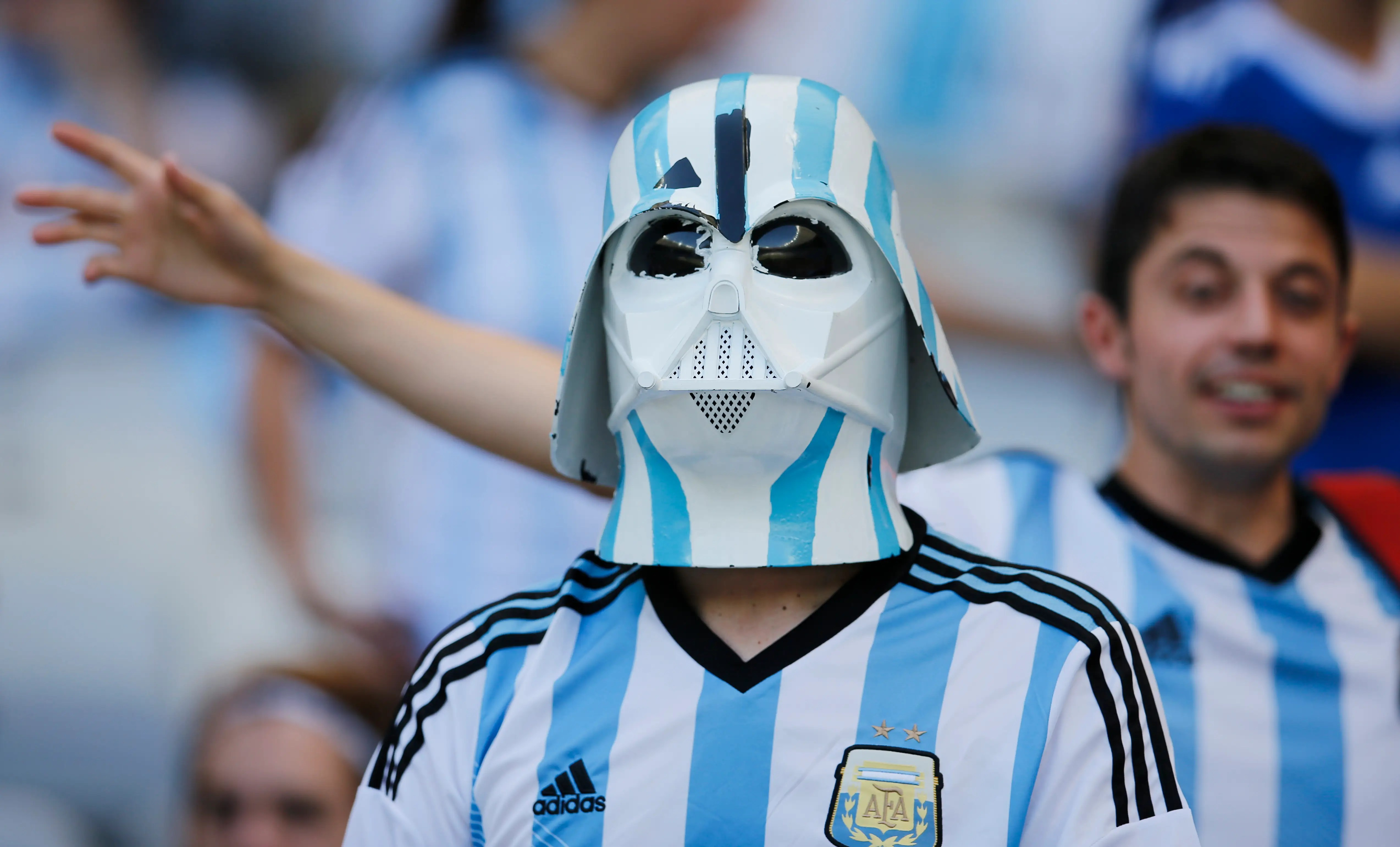https://i2.wp.com/static4.businessinsider.com/image/53adc6f16bb3f7f47e3347bf-1200/darth-vader-is-apparently-a-fan-of-the-argentina-national-team.jpg