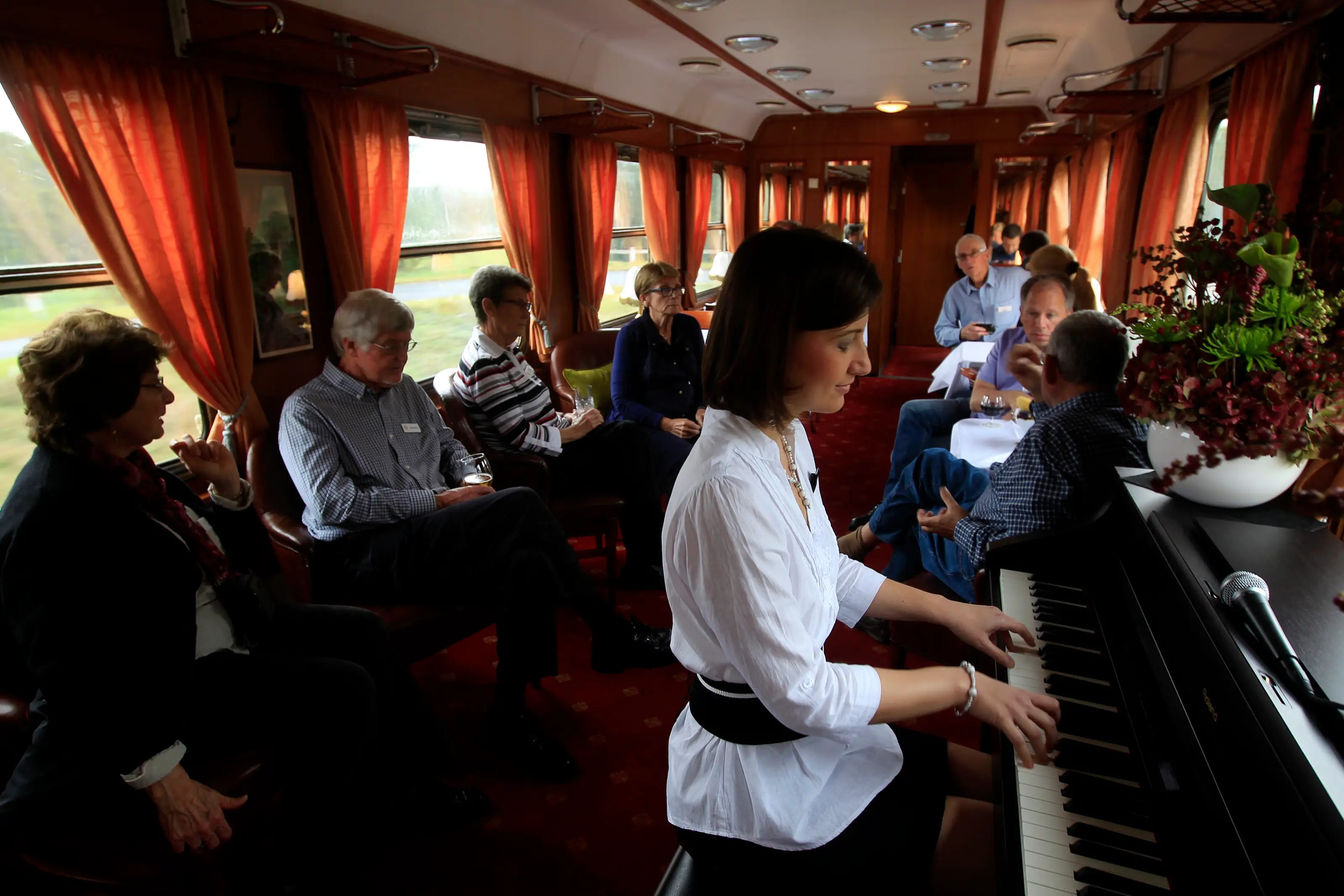 The piano bar is where passengers can enjoy the vintage atmosphere over a drink while listening to music.