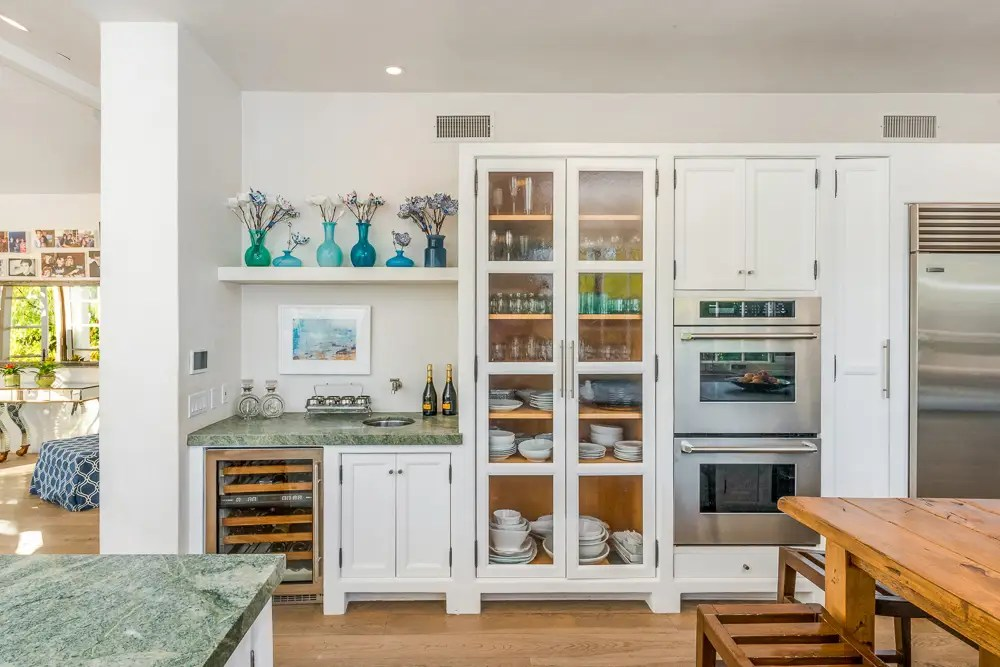 Plus plenty of space to store your wine, dishes, and more.