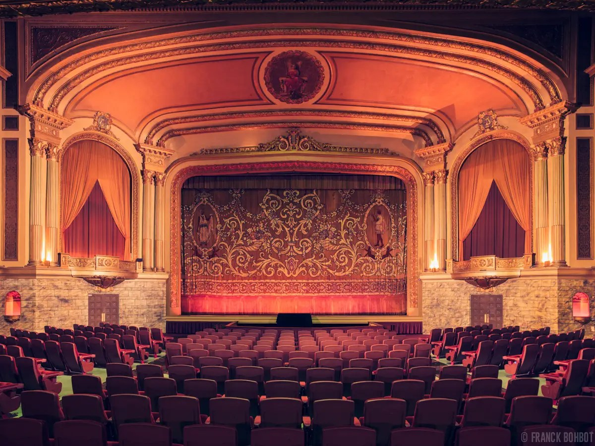 The impressive Grand Lake Theater, in Oakland, California, built in 1926, has four separate, ornate movie screens, none more impressive than the main auditorium, seen below, which features an antique Wurlitzer piano that is still played before screenings on Fridays and Saturdays.