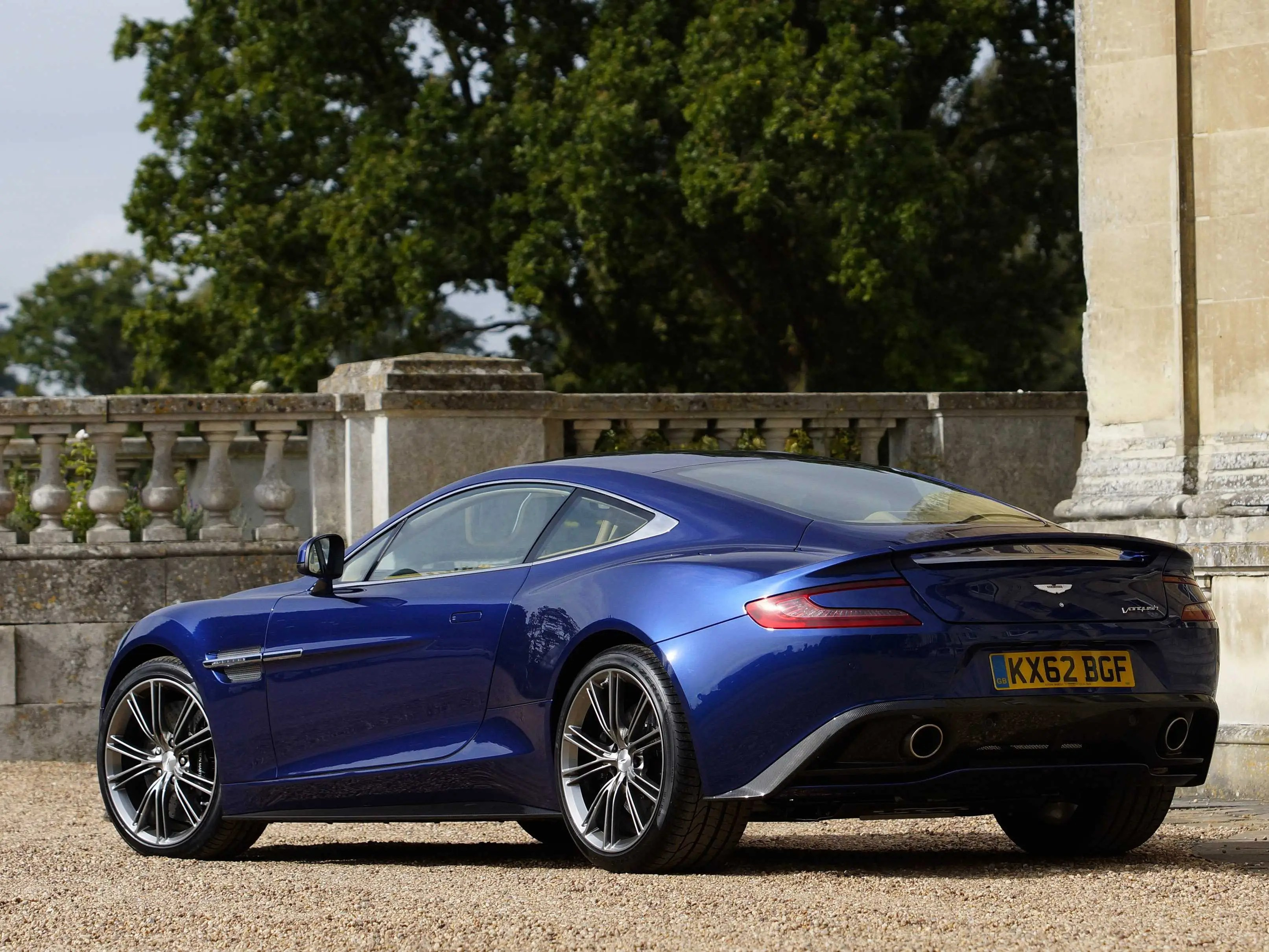 With the Vanquish, designer Marek Reichman gave form to a seductively styled modern interpretation of the classic Aston Martin supercar.