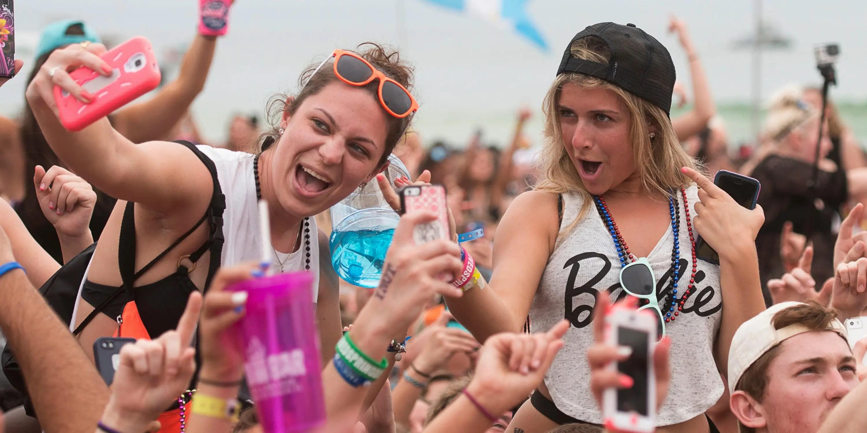 teen millennial selfie