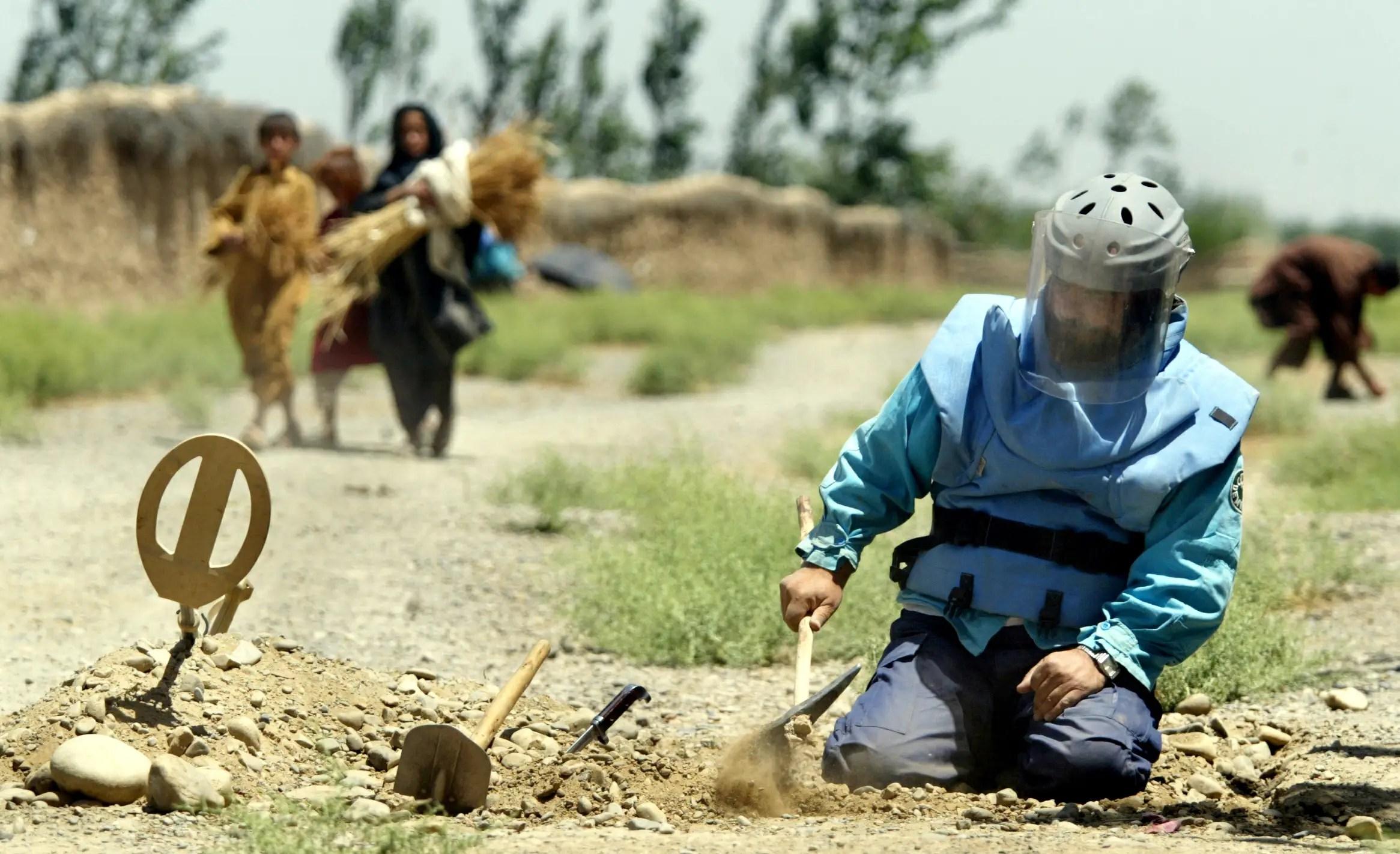 Afghanistan land mines deactivation danger