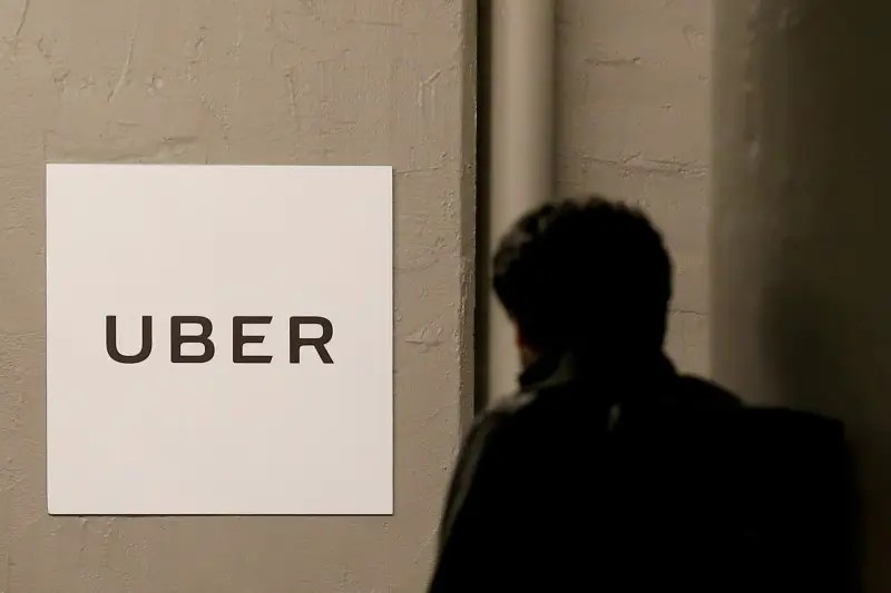 FILE PHOTO -  A man arrives at the Uber offices in Queens, New York, U.S. on February 2, 2017.  REUTERS/Brendan McDermid/File Photo     TPX IMAGES OF THE DAY