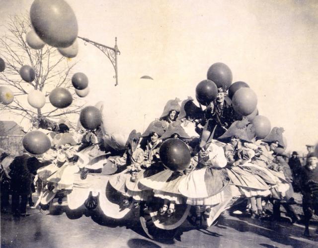 Balloon Puppeteers Macys Parade 1924
