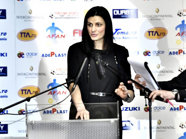 """Alegeri la FR de Handbal. Narcisa Lecuşanu: """"Sunt pregătită să conduc federaţia"""""""