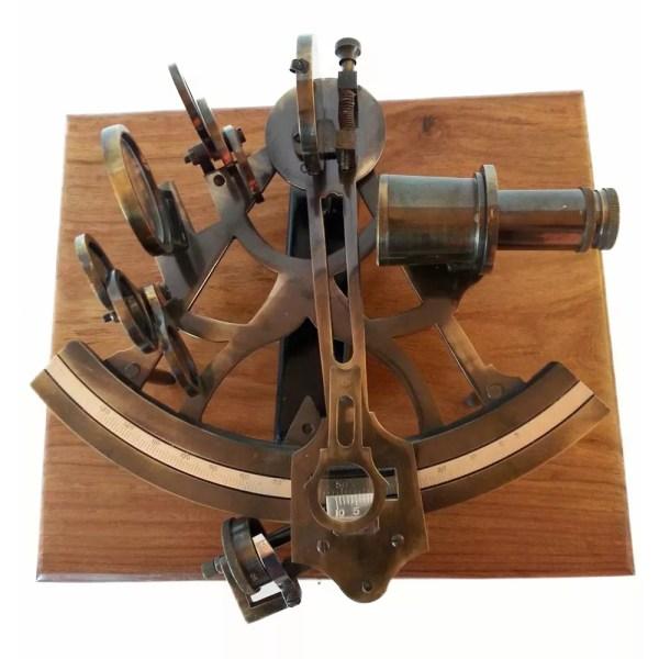 Szextáns mikrométerrel fadobozban 24 cm Szextáns