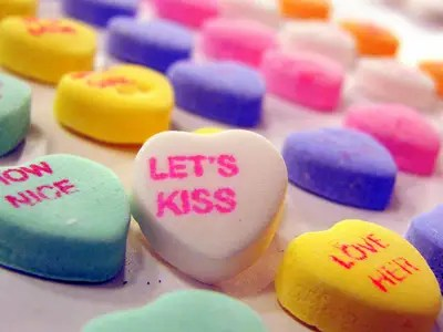 https://i2.wp.com/static5.businessinsider.com/image/4f33fdec69bedd894b000030/valentines-day-candy-hearts-candy-lets-kiss.jpg