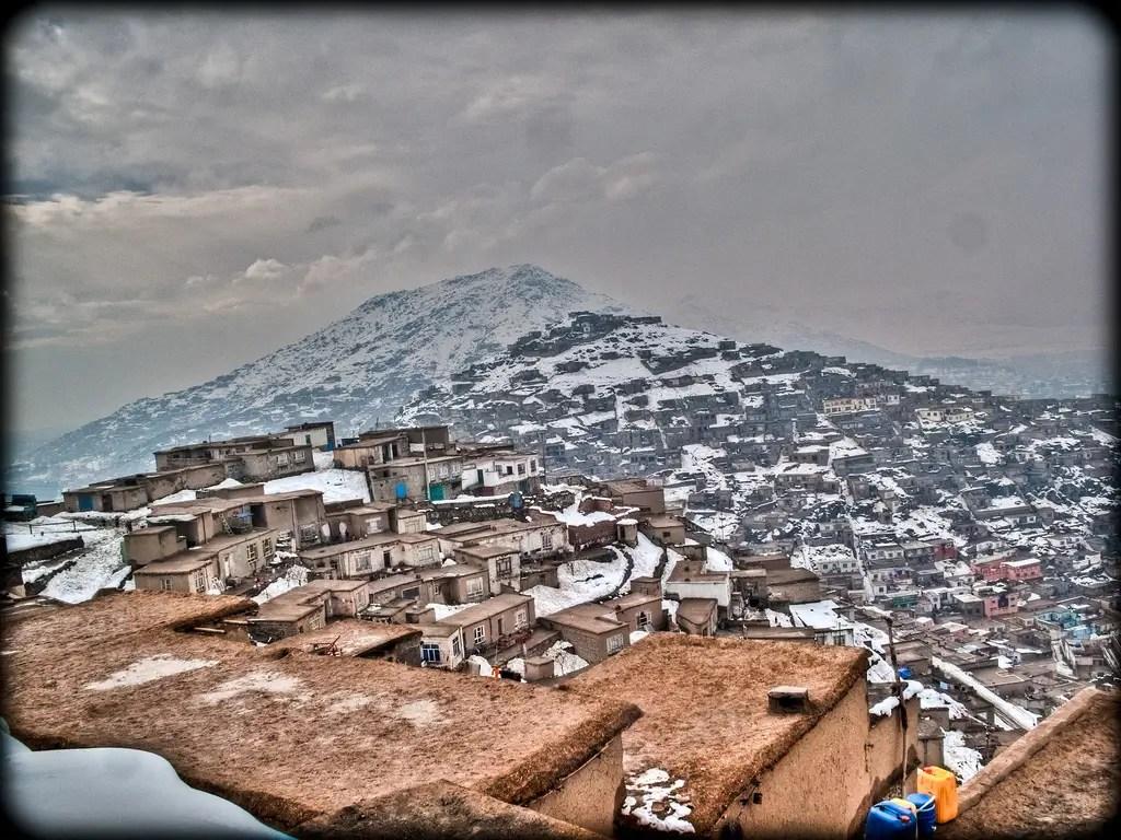 Vista de las colinas de Kabul de montaña TV - desde Kabul es una de las mayores capitales del mundo, los inviernos son amargas y con nieve