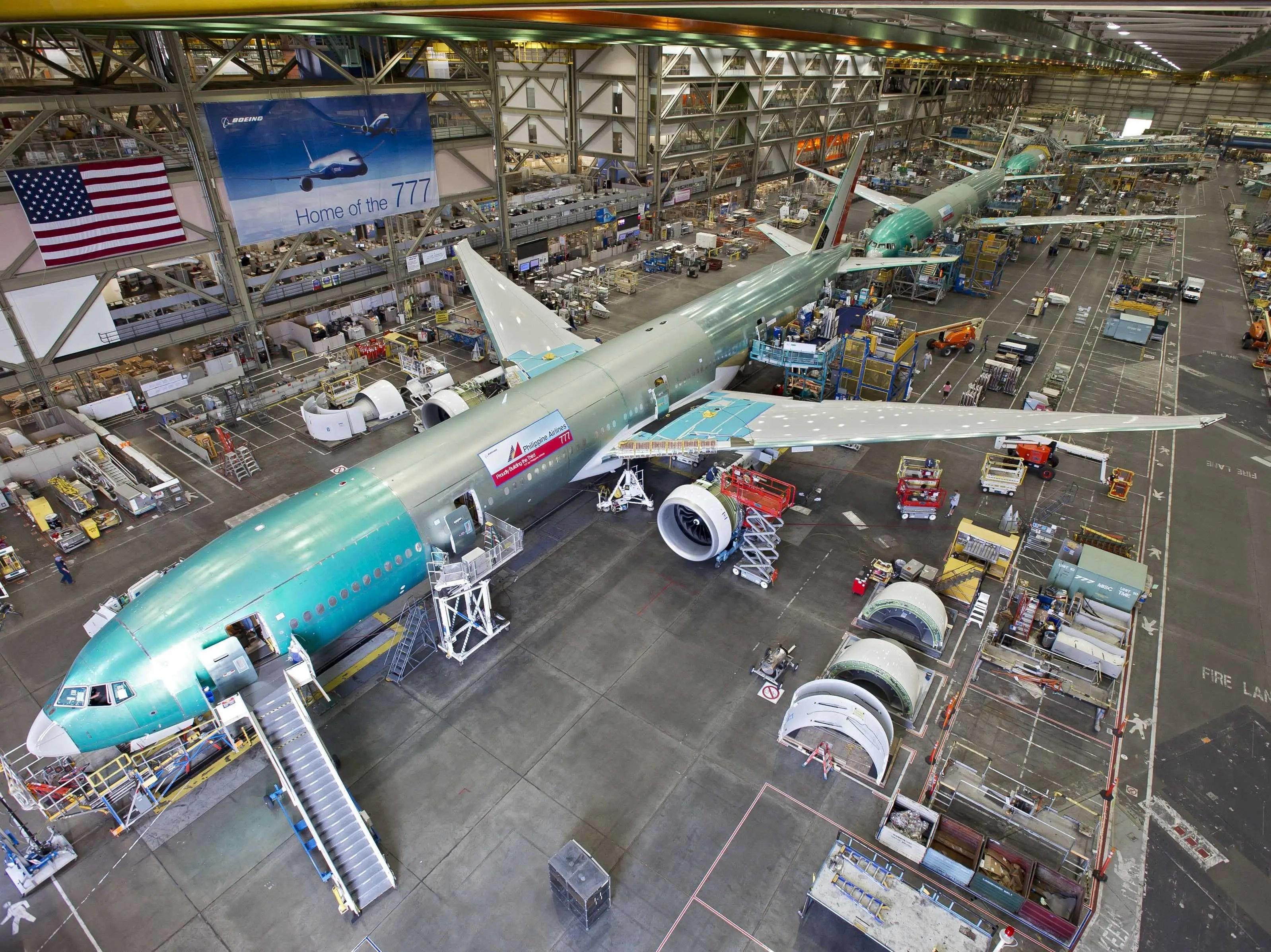 https://i2.wp.com/static5.businessinsider.com/image/50896e4eeab8eaa718000003-2400/boeing-777-production-assembly-factory-3.jpg