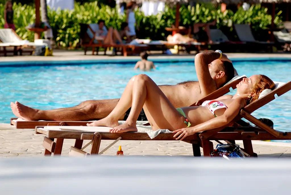 lounge-pool