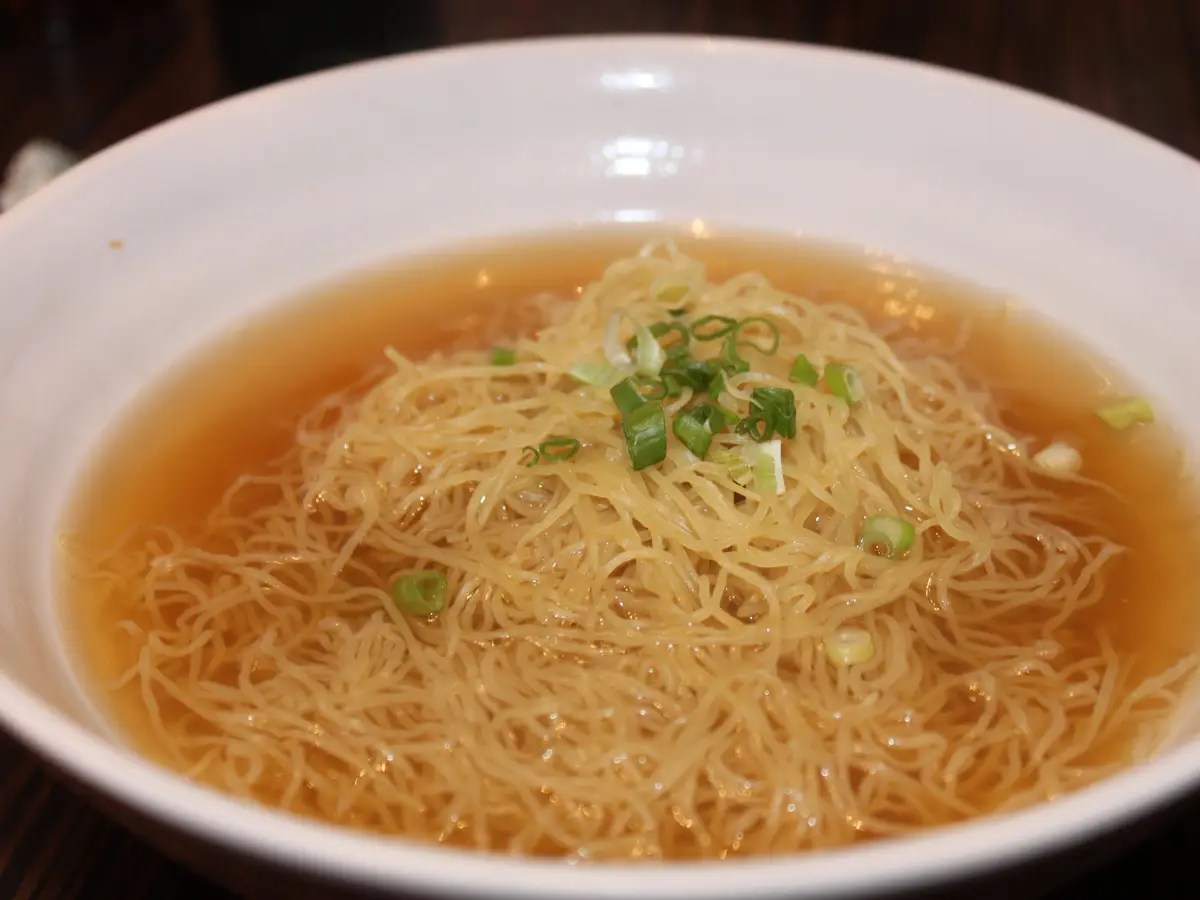 Hong Kong-style wonton noodle soup is savory and delicious.
