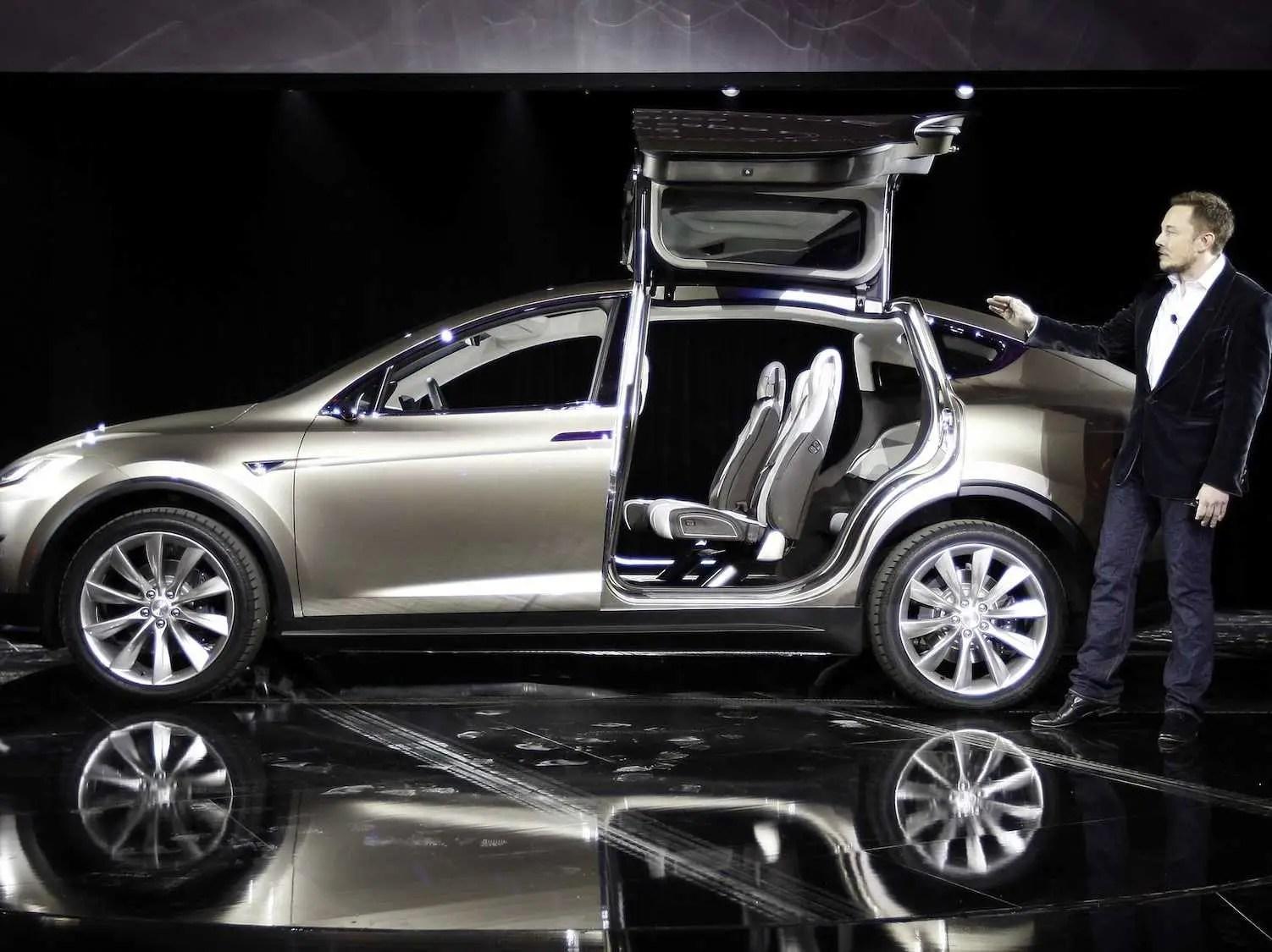 https://i2.wp.com/static5.businessinsider.com/image/530610acecad049d0316d24c/elon-musk-teslas-suv-will-be-more-popular-than-the-model-s-sedan.jpg