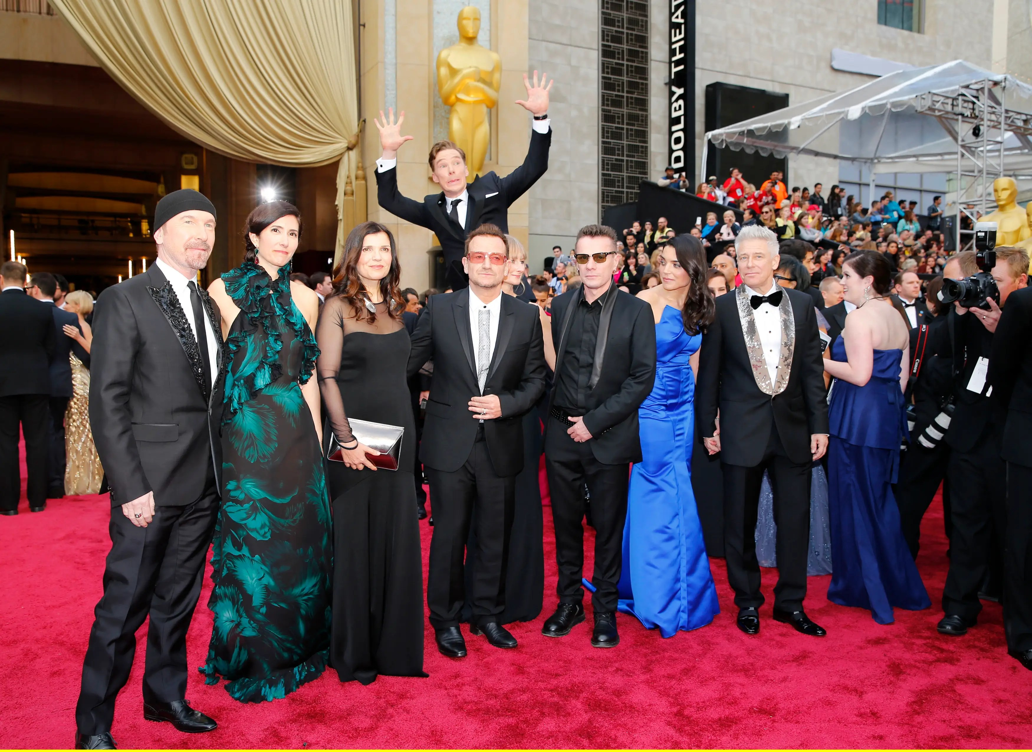 Sorry Meryl, but Oscar red carpet glory goes to Benedict Cumberbatch for photobombing U2.