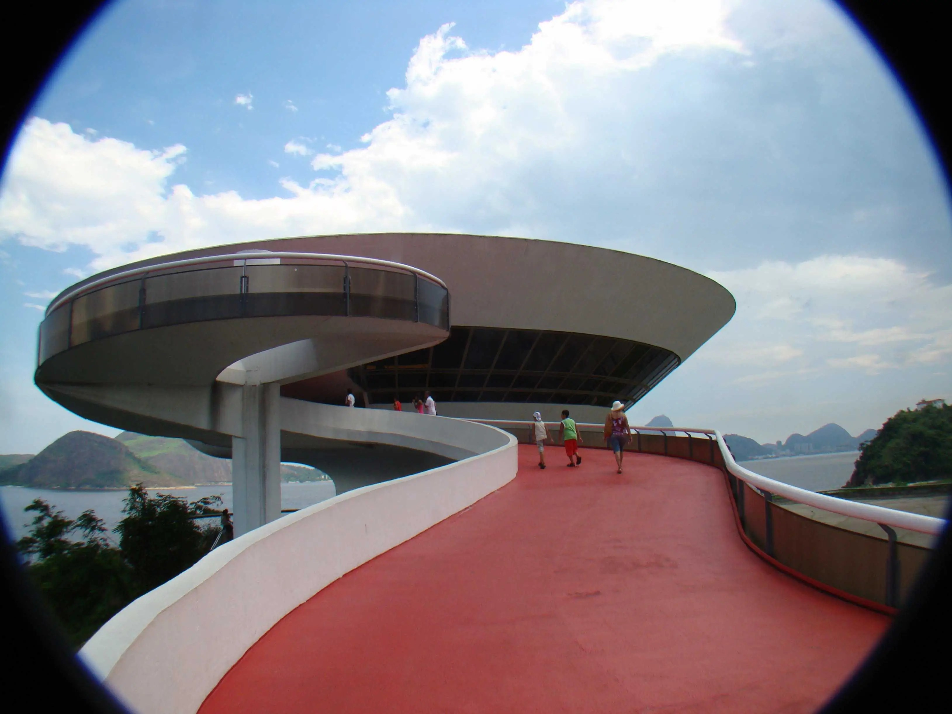 Contrary to what you might think, the Museum of Contemporary Art in Rio de Janeiro is not, in fact, a spaceship.
