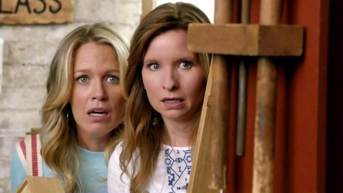 """Playing House"" - EE. UU., Tres temporadas"