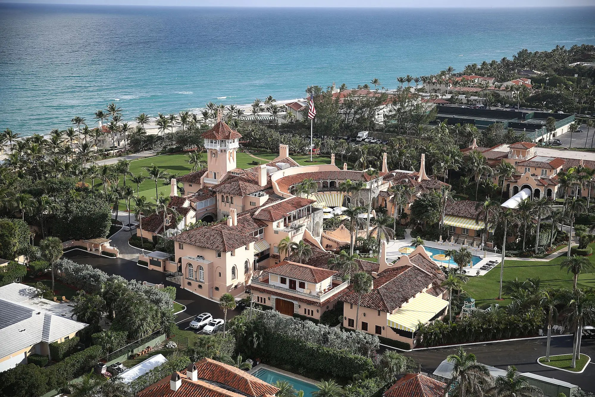Heres What Its Like Inside Trumps Mar A Lago Club