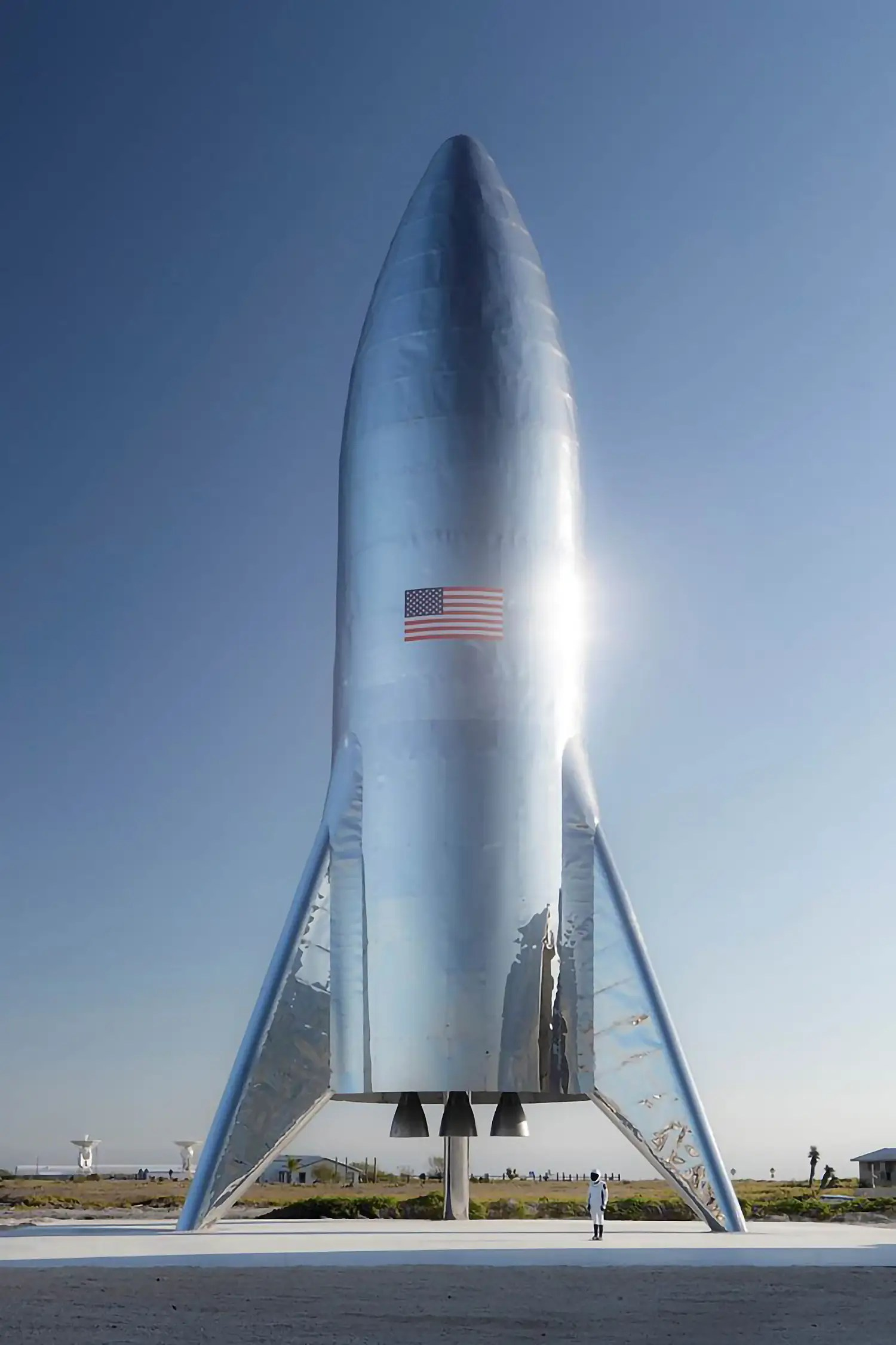 starship test hopper stainless steel spacesuit actual photo boca chica brownsville texas launch site elon musk twitter january 2019 DwmagBZX4AEbUN enlarged