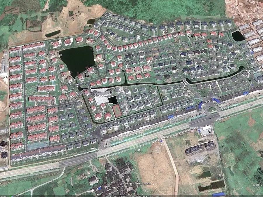 An empty neighborhood in DANTU
