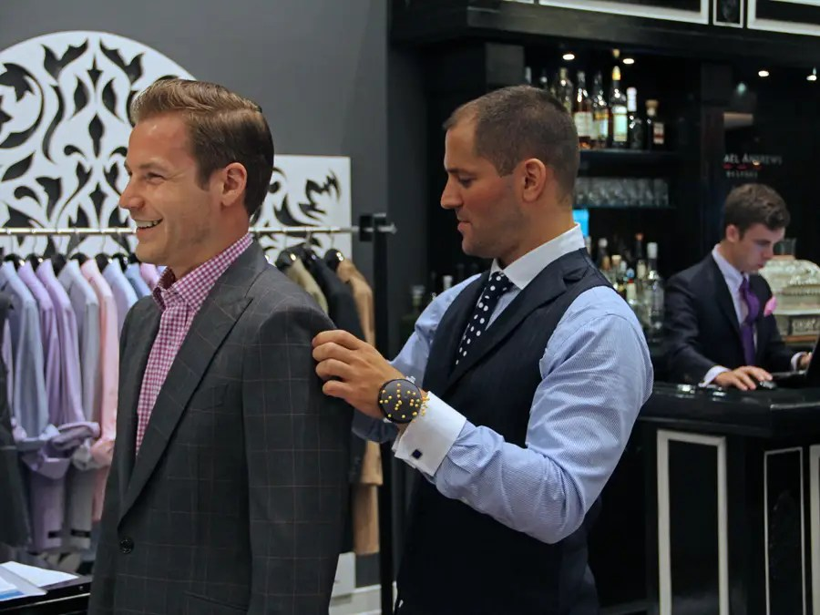https://i2.wp.com/static6.businessinsider.com/image/4e737f83ecad046a5c000032-401-300/michael-andrews-bespoke-studio-tailor-custom-custom-suits-mab-nyc-business-insider-dng.jpg