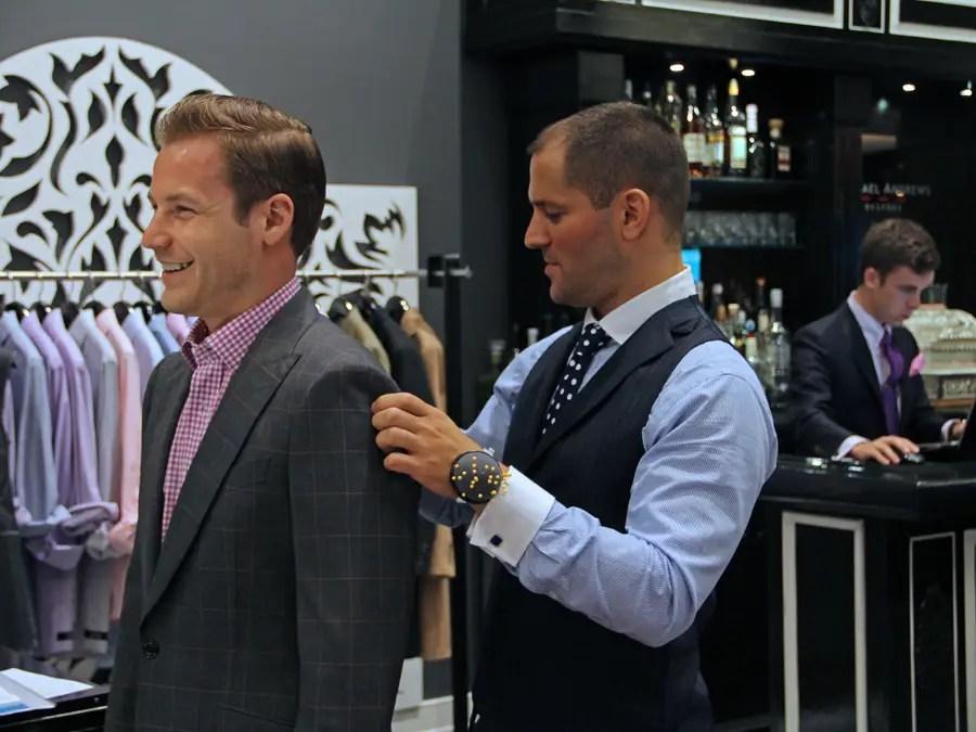 https://i2.wp.com/static6.businessinsider.com/image/4e737f83ecad046a5c000032-401-300/michael-andrews-bespoke-studio-tailor-custom-custom-suits-mab-nyc-business-insider-dng.jpg