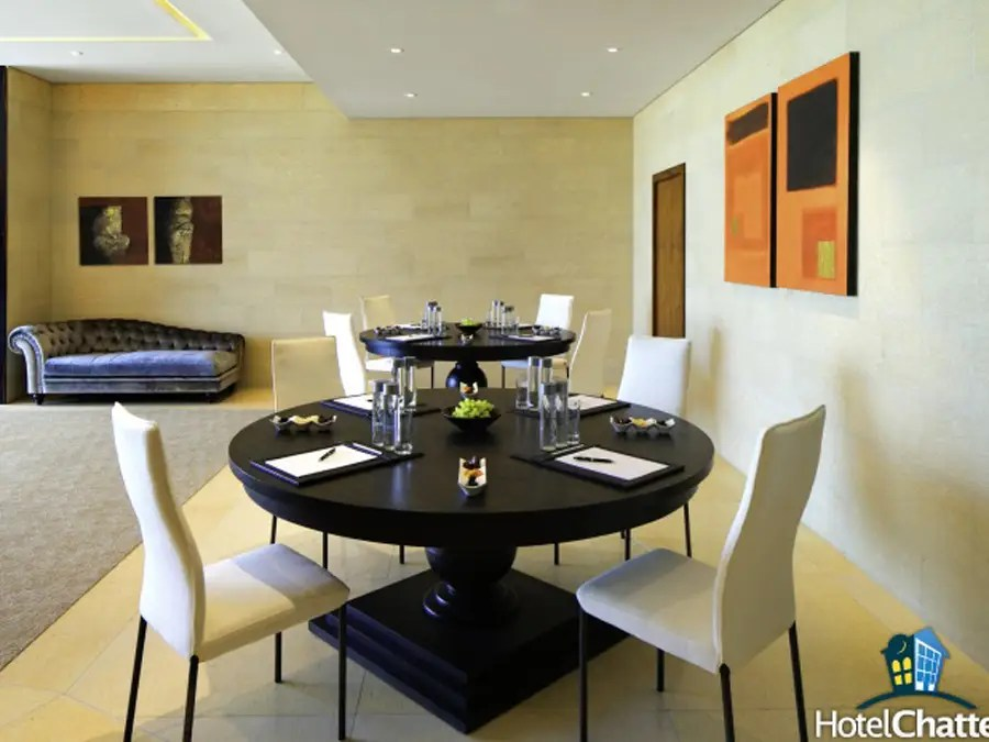 There's a more casual dining area in the lounge.