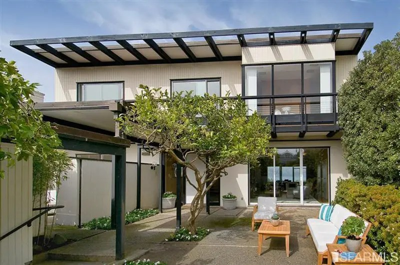 This glassy 4-bedroom home in Sea Cliff sold for $1.4 million over its asking price of $5.1 million.