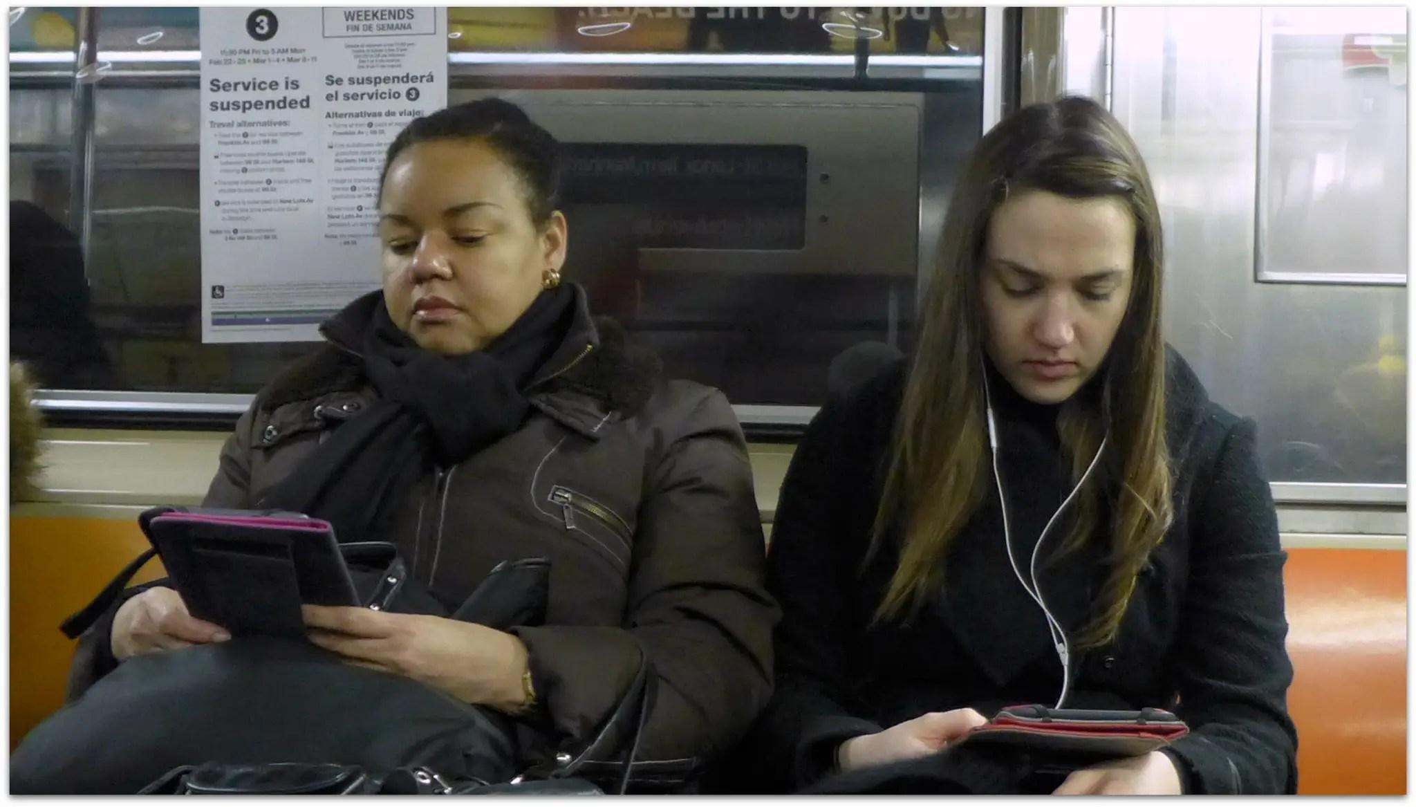 women reading on kindle