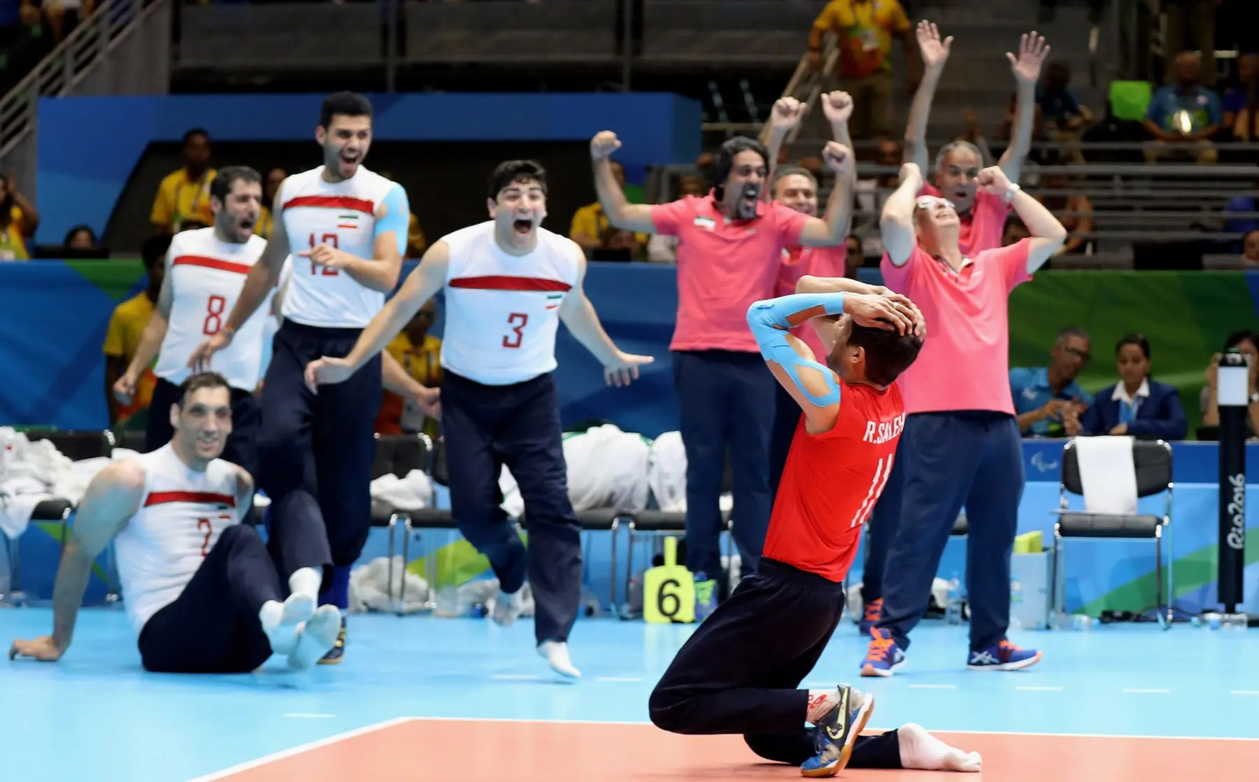 Irán gana el oro en voleibol sentado.