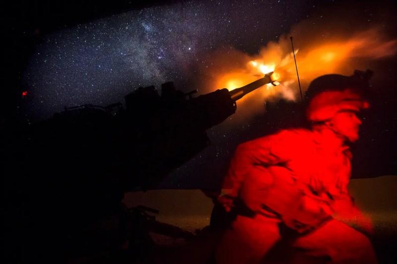 US Marines howitzer syria