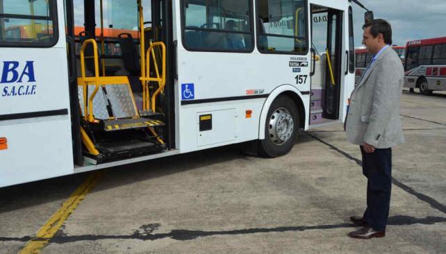 Qué hacer ahora. Mestre, el 28 de febrero último, en una presentación de nuevas unidades de transporte.