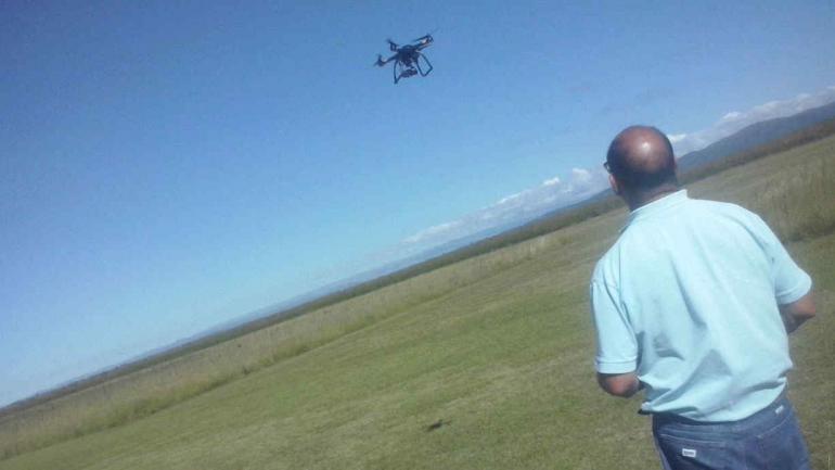ARGÜELLO. Al pilotear el drone (Gentileza Mauricio Argüello).