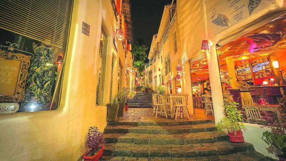 Restaurantes, pubs y pequeños locales invitan a estirar las noches de Pipa