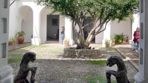 El Museo Histórico Provincial Marqués de Sobre Monte, cuyos antiguos muros preservan un pasado de africanos esclavizados.