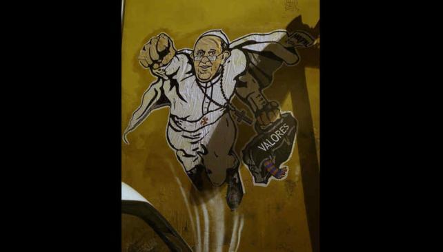 No soy superman. Esta muestra de arte callejero no fue del gusto de Jorge Bergoglio (AP/Archivo).